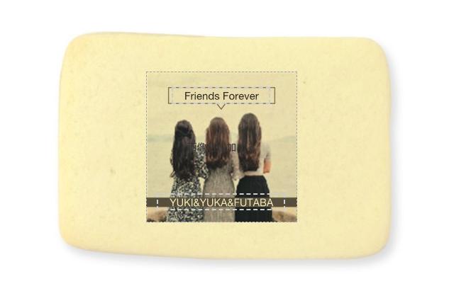 女子3人の後ろ姿とそれぞれの名前、「Friends Forever」と書かれたテンプレート